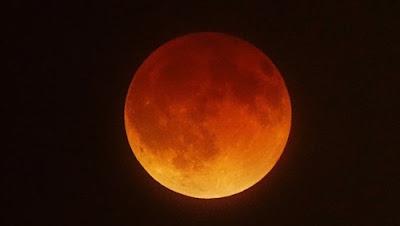خسوف القمر, سبب اللون الدموى, ظاهرة الخسوف, خبيرة فلك,