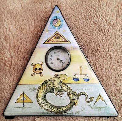 reloj_pintura_simbolos_masonicos_triangulo