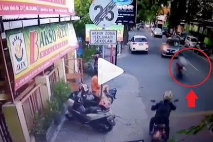 Rekaman CCTV di Solo Ini Buktikan Pemotor Bisa 'Terbang' Setelah Tancap Gas, Waspadalah!