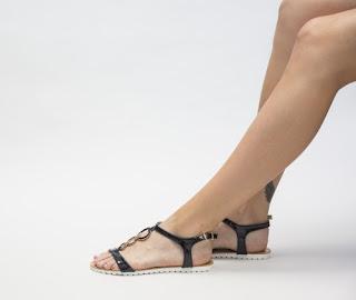 Sandale iefttine negre de vara simple si lejere lacuite