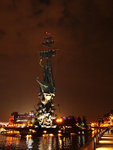 Pomnik Piotra I by night