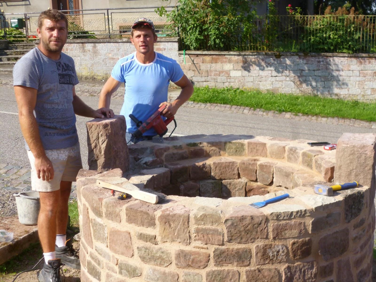 Volmunster info reconstruction de la margelle du puits du - Puit en pierre ...