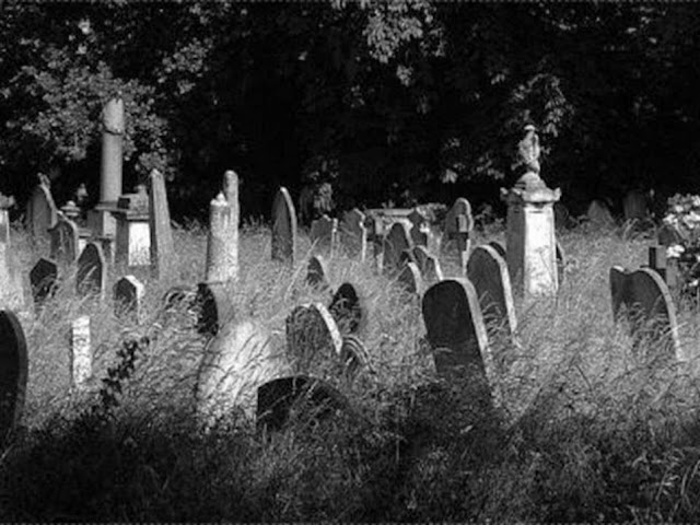 7 Amalan Penerang Kubur Supaya Terhindar Siksa Kubur
