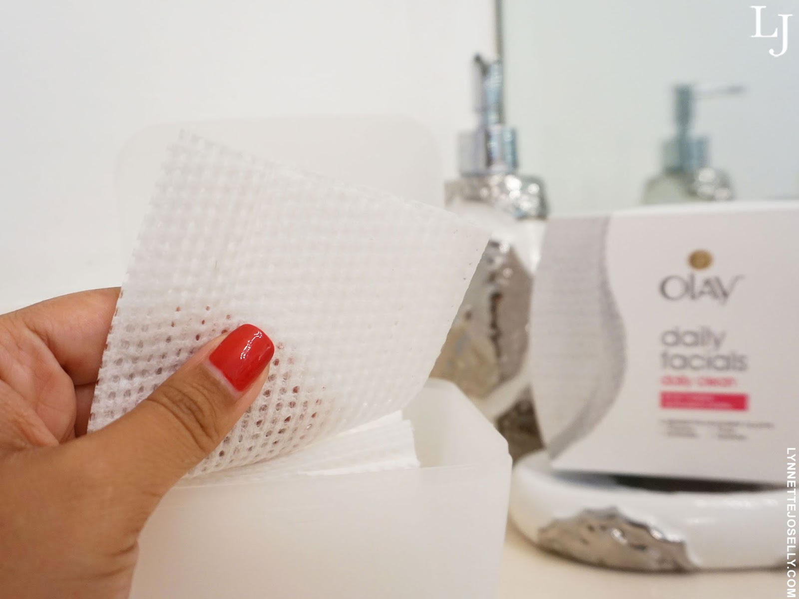 facial-wipes-makeup-remover