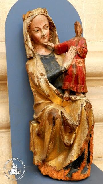 DIJON (21) - Musée d'Art Sacré : Vierge à l'Enfant de Vandenesse-en-Auxois (XIVe siècle)