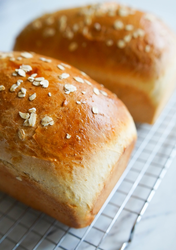 oats 101 + oatmeal sandwich bread | baket350.net for The Pioneer Woman Food & Friends