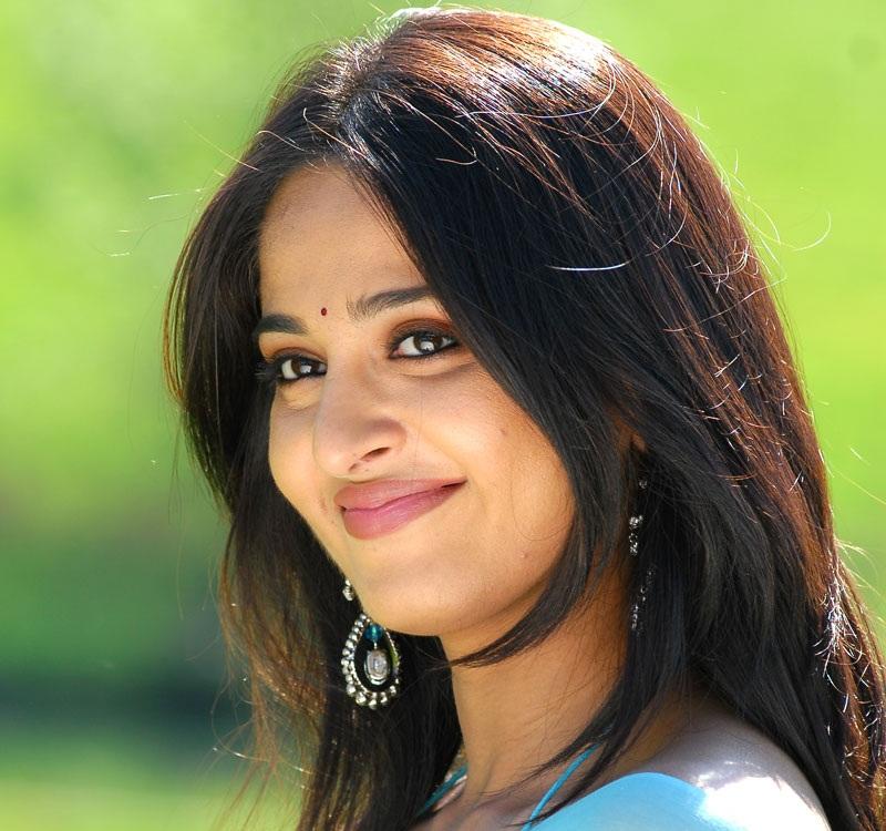Anushka Shetty Face Close Up Photos Stills