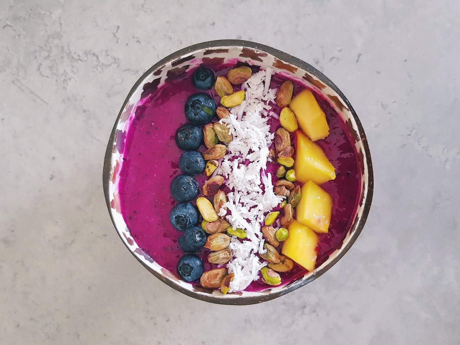 Dragon Fruit or Pitaya  Smoothie Bowl - Easy Vegan Breakfast Recipes