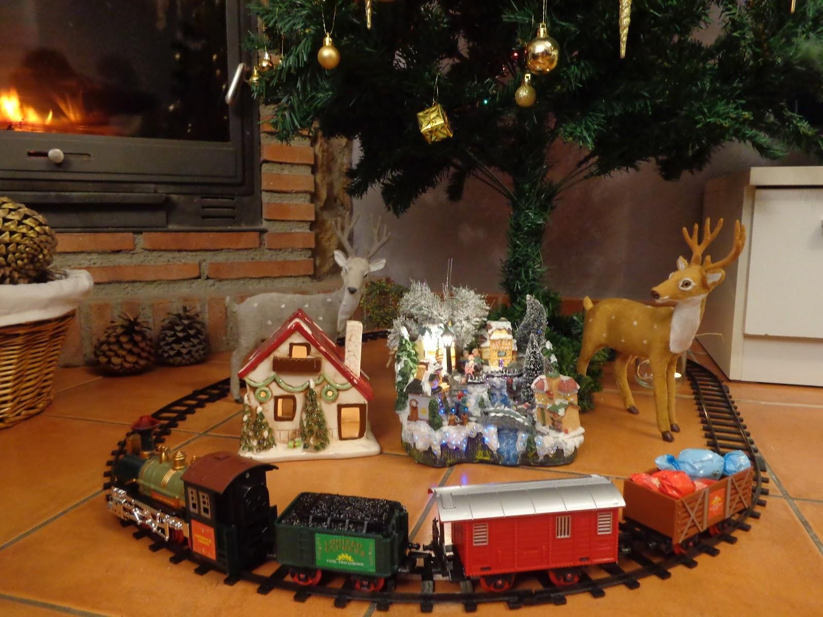 Trenecito para el rbol de navidad mis compras mamis en practicas - Comprar arboles de navidad decorados ...