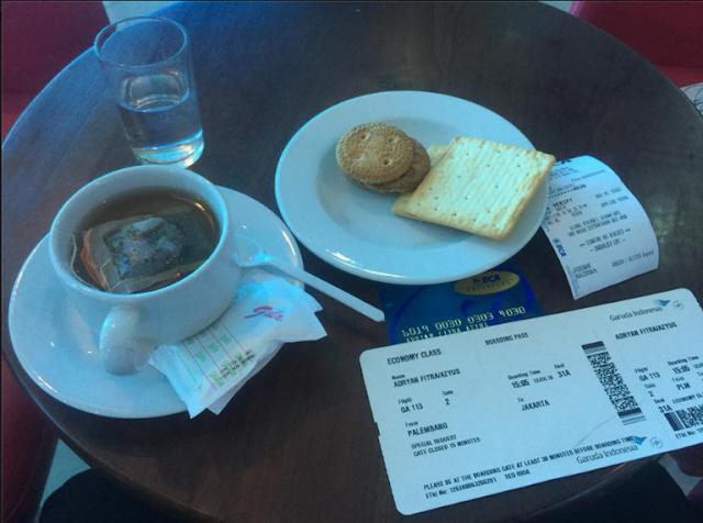 Tips Nyaman Traveling Sendirian Naik Pesawat