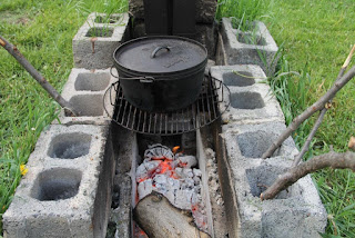 Dutch oven hobo fire configuration