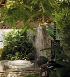 desain kamar madi luar dengan konsep alam