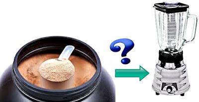 Licuar la proteína en agua mejor que con cuchara