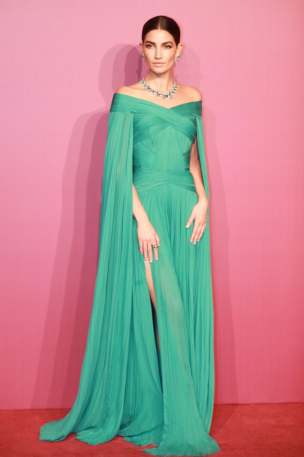 2017 - Dos mujeres y un vestido