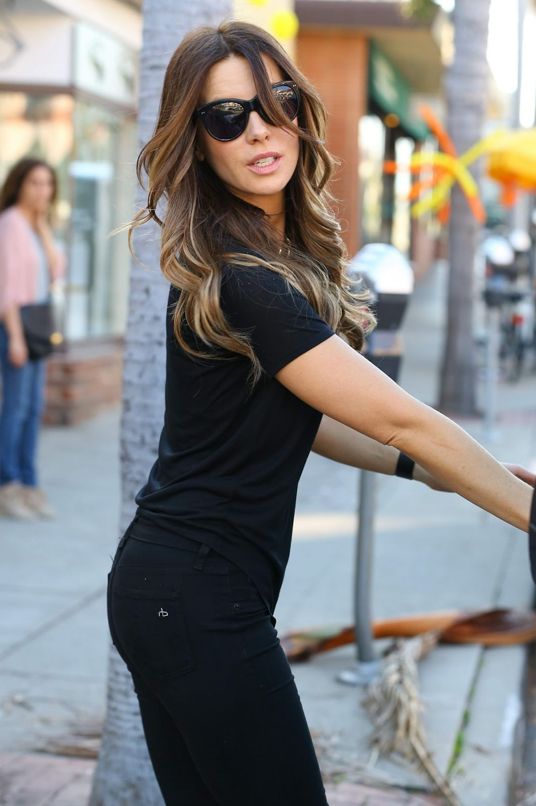 HQ Photos of Kate Beckinsale with Hot Sunglasses Out Shopping In Los Angeles