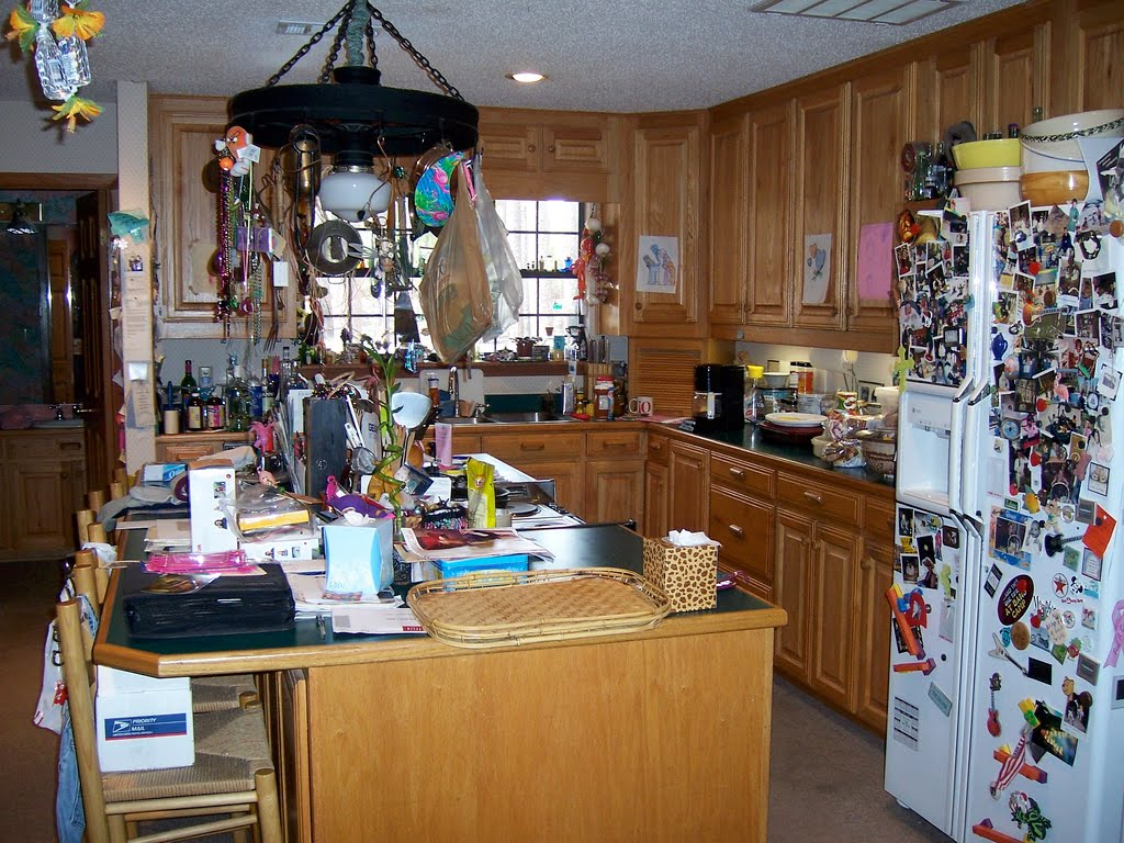 staging decorating on the cheap clutter can kill a sale but it