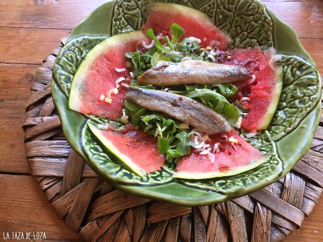 ensalada-sandía-y-sardinas-con-rúcula