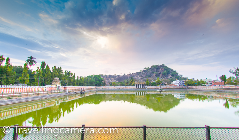 After coming down, he had coconut water and then boarded the coach for coming back to the Golden Chariot. The water pond you see in above photograph is called white pond and the same was visible from main temple on hill top. You would have noticed this pond in most of the photographs taken from main Jain of Shravanbelagola.