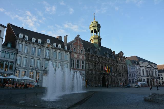 General Mons main square