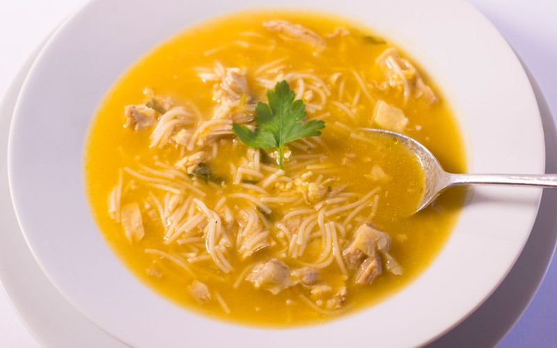 Sopa de pollo con fideos integrales