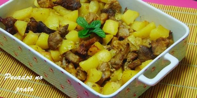Receita de rojões assados no forno com batatas