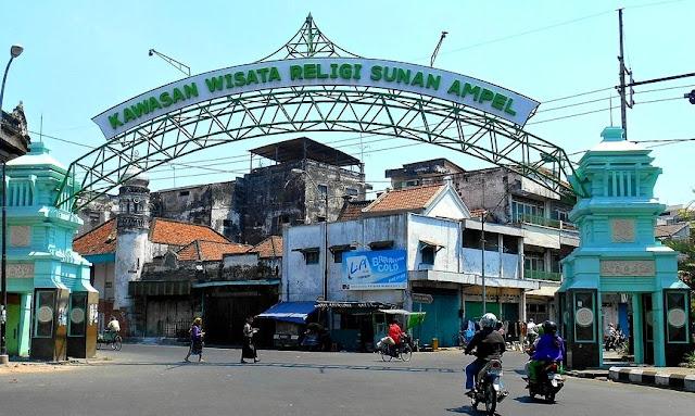 Kawasan Wisata Religi di Makam Sunan Ampel Surabaya