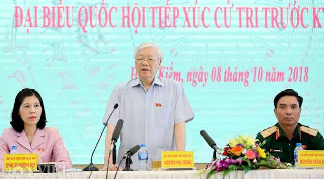 Tổng Bí thư Nguyễn Phú Trọng và hai đại biểu Nguyễn Doãn Anh, Trần Thị Phương Hoa