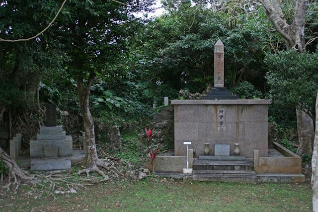 萬魂之塔と陸軍大尉中村巌之碑の写真