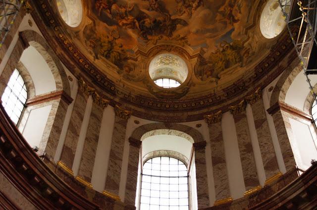 Passeio na Igreja de São Carlos em Viena