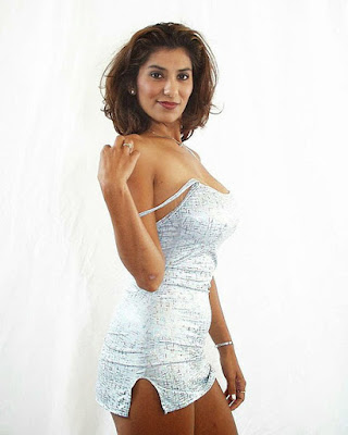 Mature Indian Bhabhi Nude Porn Photo Gallery