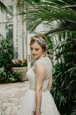 Vestido de novia con botones