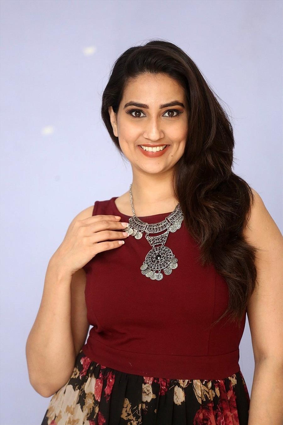 Indian TV Anchor Manjusha at Malli Malli Chusa Movie Trailer Launch