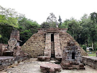 misteri Candi Sukuh karanganyar, candi unik berbentuk piramida suku maya