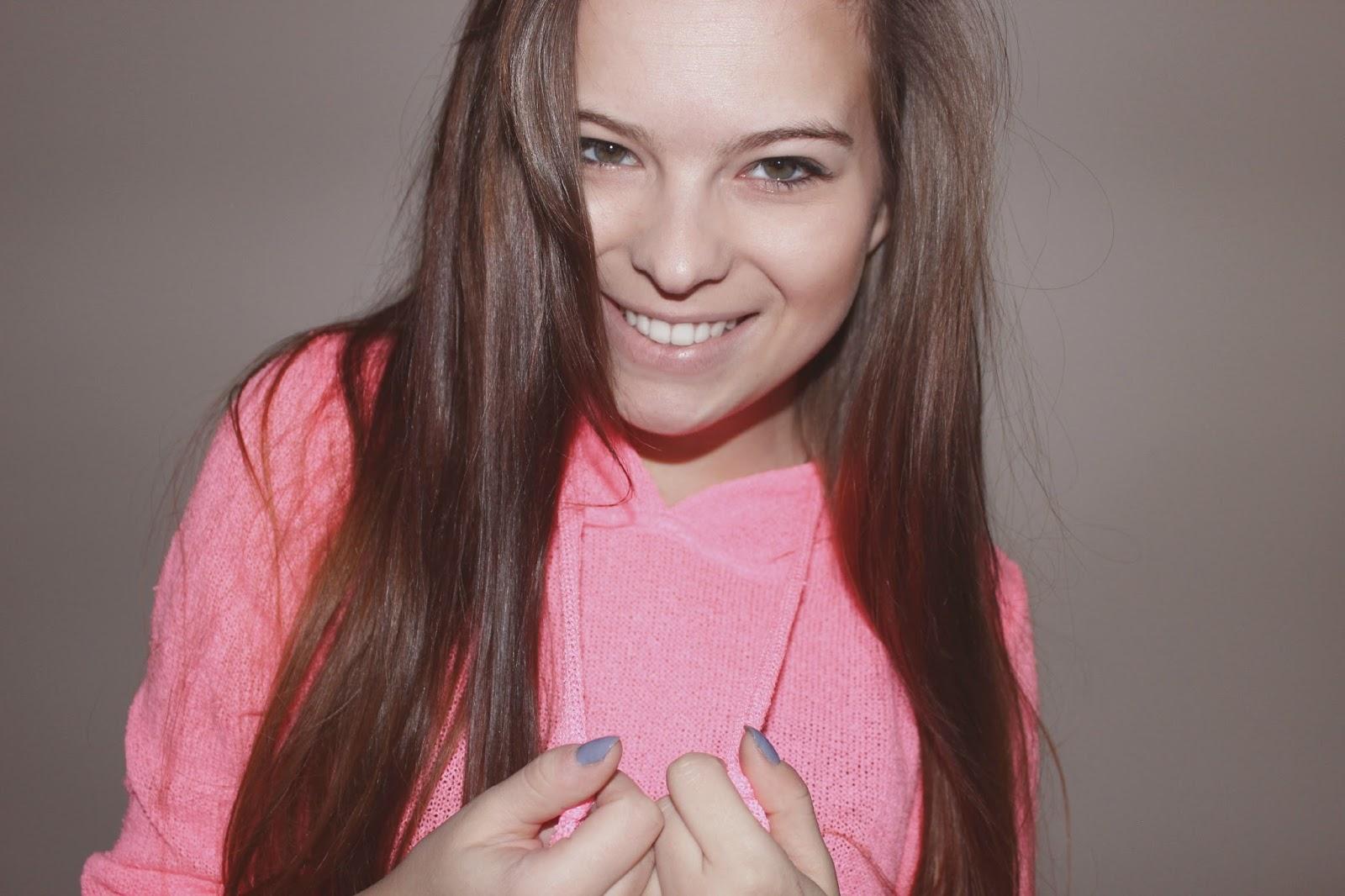 ❄ Neonowy sweterek/bluza.
