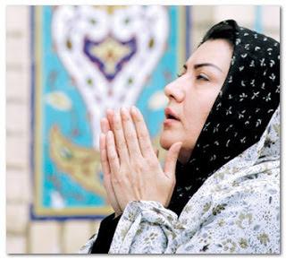 Kisah Seorang Anak yang Menjadi Imam Besar Masjidil Haram Berkat Do`a Ibunya Ketika Sedang Marah!
