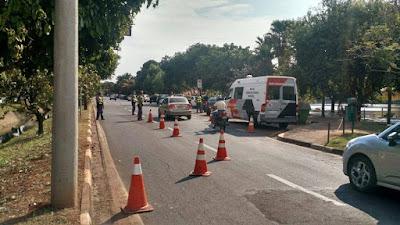POLÍCIA MILITAR DETÉM MOTOCICLISTA QUE TENTOU FUGIR DE COMANDO DE TRÂNSITO EM REGISTRO-SP
