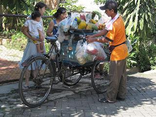 Penjual-sayur-berbuat-baik
