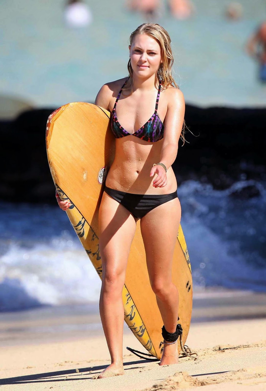 AnnaSophia Robb spotted paddle-boarding in a skimpy bikini in Hawaii