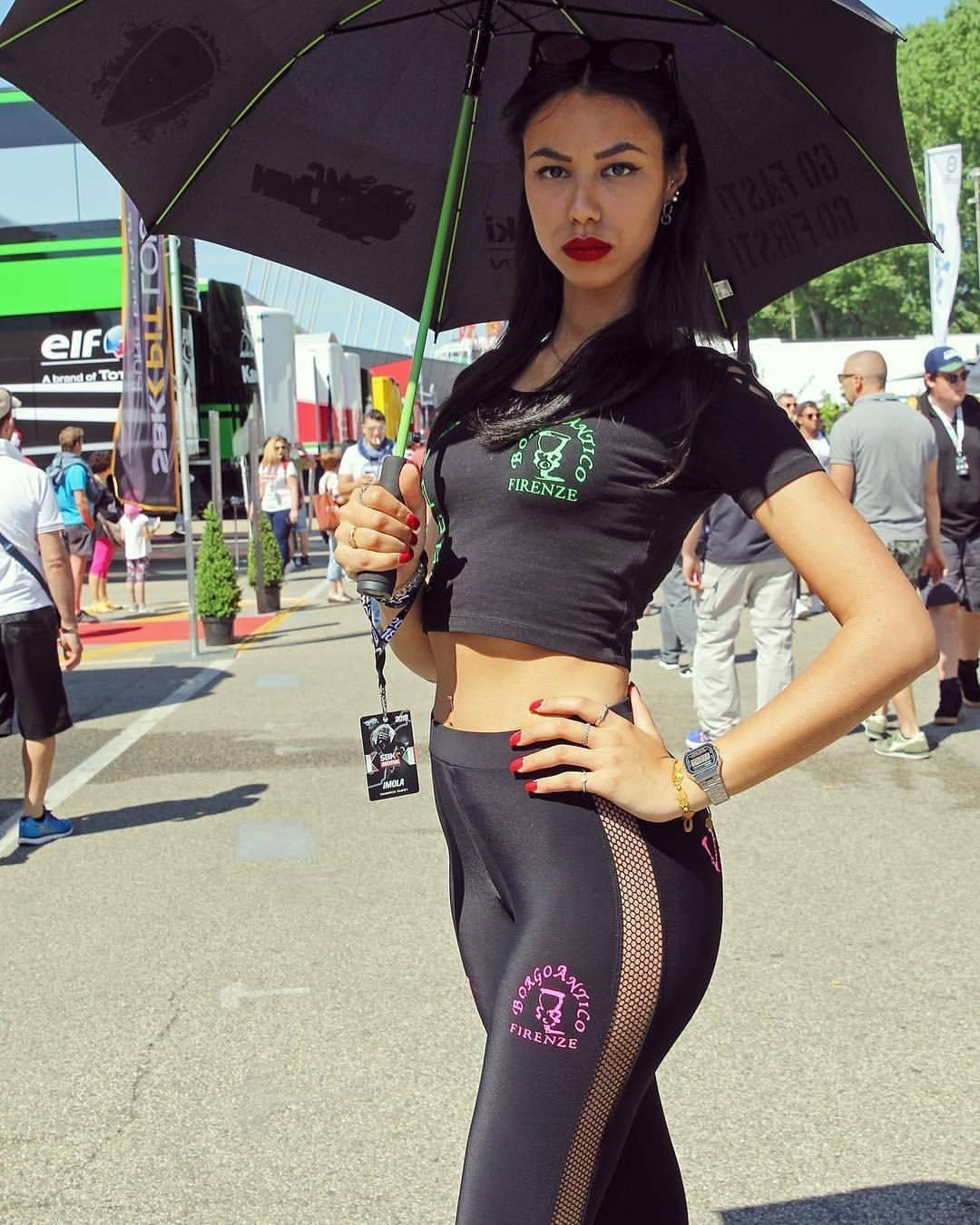 Top 100 Big Boobs Grid Girls Images | Sexiest Pit Girls, Hottest Umbrella Girls of F1, MotoGP HD ...