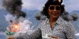 Terkait penembakan TNI AL ke kapal china Bu Susi Bela TNI AL Dari pada Nelayan China - Commando
