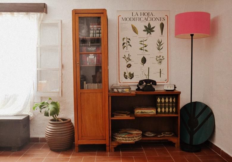 Paso a paso para poder tener una biblioteca original y llena de objetos especiales en tu casa