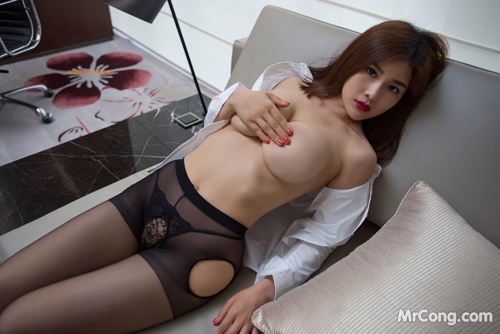 Image Yan-Pan-Pan-Part-4-MrCong.com-023 in post Người đẹp Yan Pan Pan (闫盼盼) hờ hững khoe vòng một trên giường ngủ (40 ảnh)