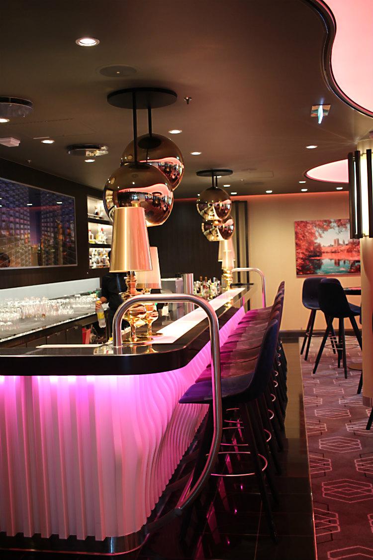 Eine von dreizehn Bars an Bord der Mein Schiff 5 von Tui Cruises | Arthurs Tochter kocht. Der Blog für Food, Wine, Travel & Love von Astrid Paul