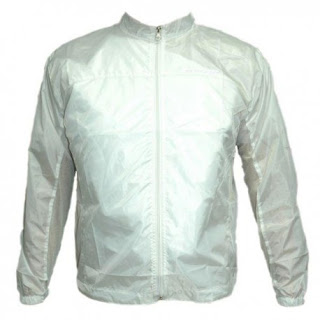 Impermeable color blanco
