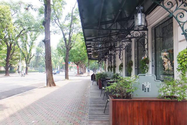 ハノイの歩道 hanoi-roadside