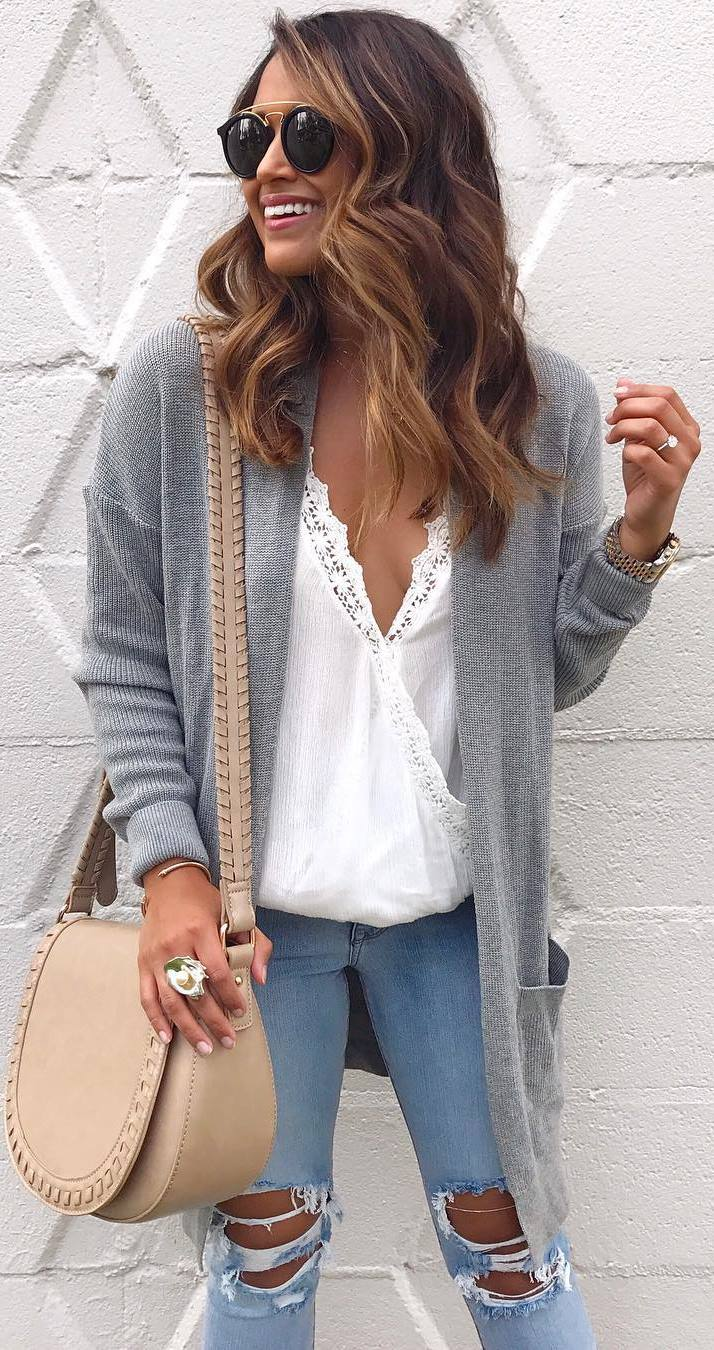 fashion look: long cardi + white top + bag + ripped jeans