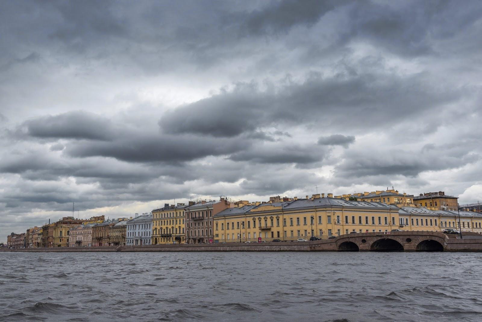 Дворцовая набережная со стороны Невы.