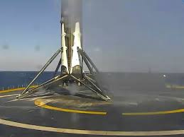 spaceX is succeed to sand rocket on a Drone ship