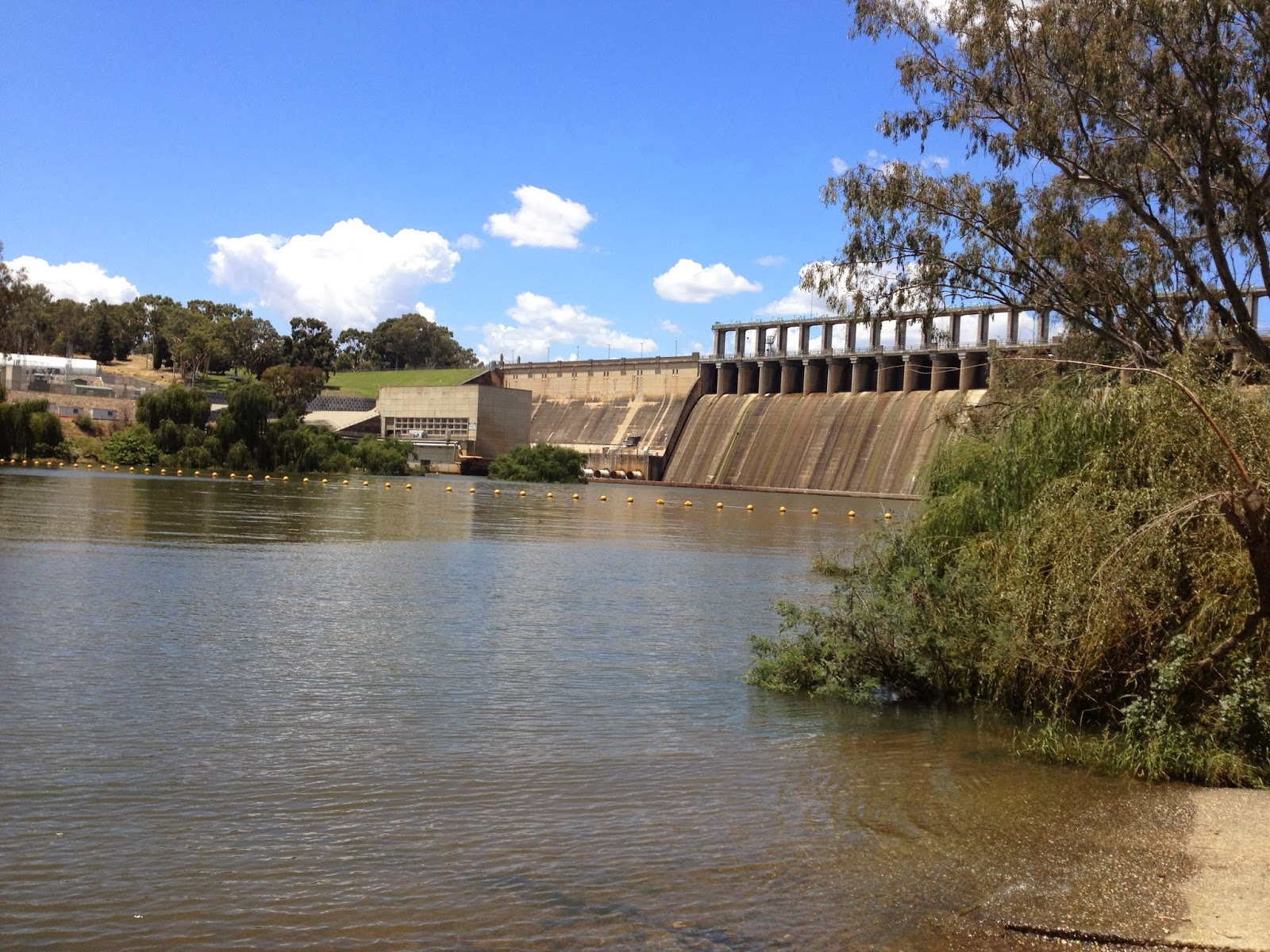 Murray River Kayak : Why the Hume Dam?