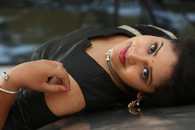 Himanshi Stills At Itlu Anjali Movie First Look Launch